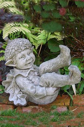 Elf Acorn; kleiner Baumelf; Fiona Scott; Vidroflor; Pheebert's; Steinguss; PGS044; Eichel; Gartenfigur; Wichtel; purzelnd