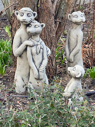 Erdmännchen; Familie; Bikerpaar; Aufpasser; Kind; Zauberblume; Galarosa; Steinguss; Betonguss; Gartenfiguren; Skulpturen