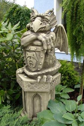 Türwächter mit Schild; Blick links; 1240L; Vidroflor; Steinguss; Devonshire; grau; Antik; Gartenfigur