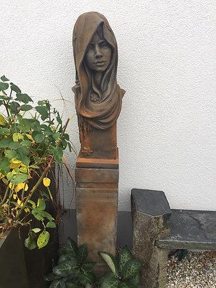 Büste Moderne Romantik; Winter; mit Sockel; 116032R;114817R; Rosteffekt; Steinguss; Frau mit Schal