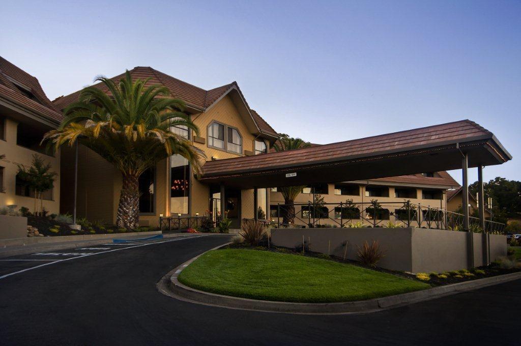 Hotel+front+novato+oaks