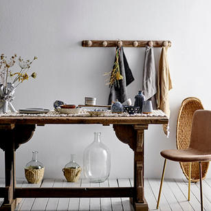 TABLE LINEN AND TABLE SETTING