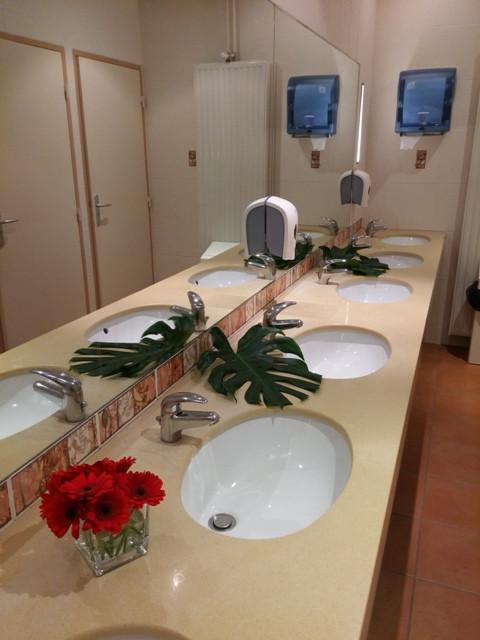 décoration florale WC