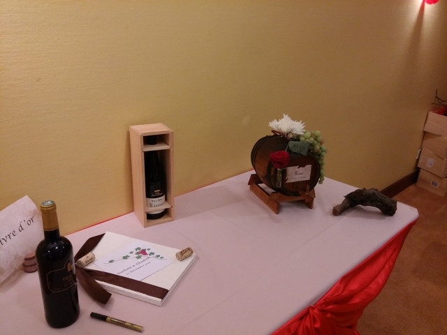 urne tonneau et livre d'or