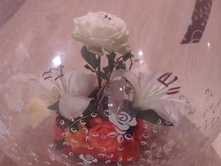 composition florale dans un  ballon!