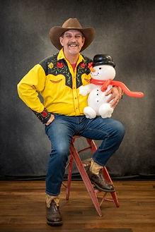 Arizona Rick with snowman balloon animal