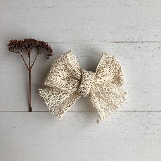 Boucle dentelle beige  ou blanche grand format