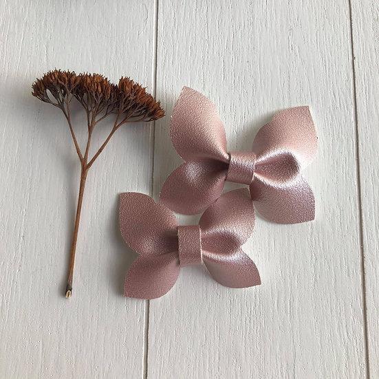 Boucle papillon rose perle