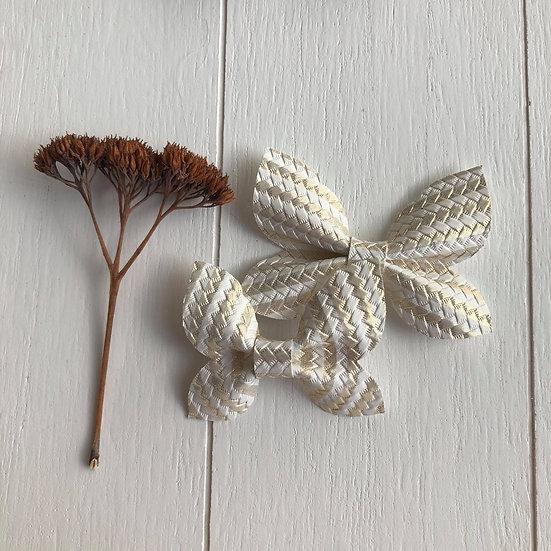 Boucle papillon or et blanc