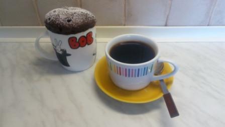 Rýchly kávovo-šálkový koláčik z mikrovlnky