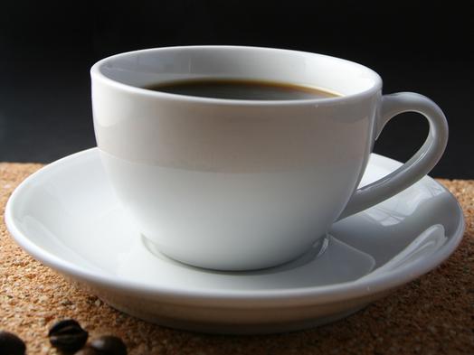 Káva a krátky spánok – skvelý mix, ako byť plný energie