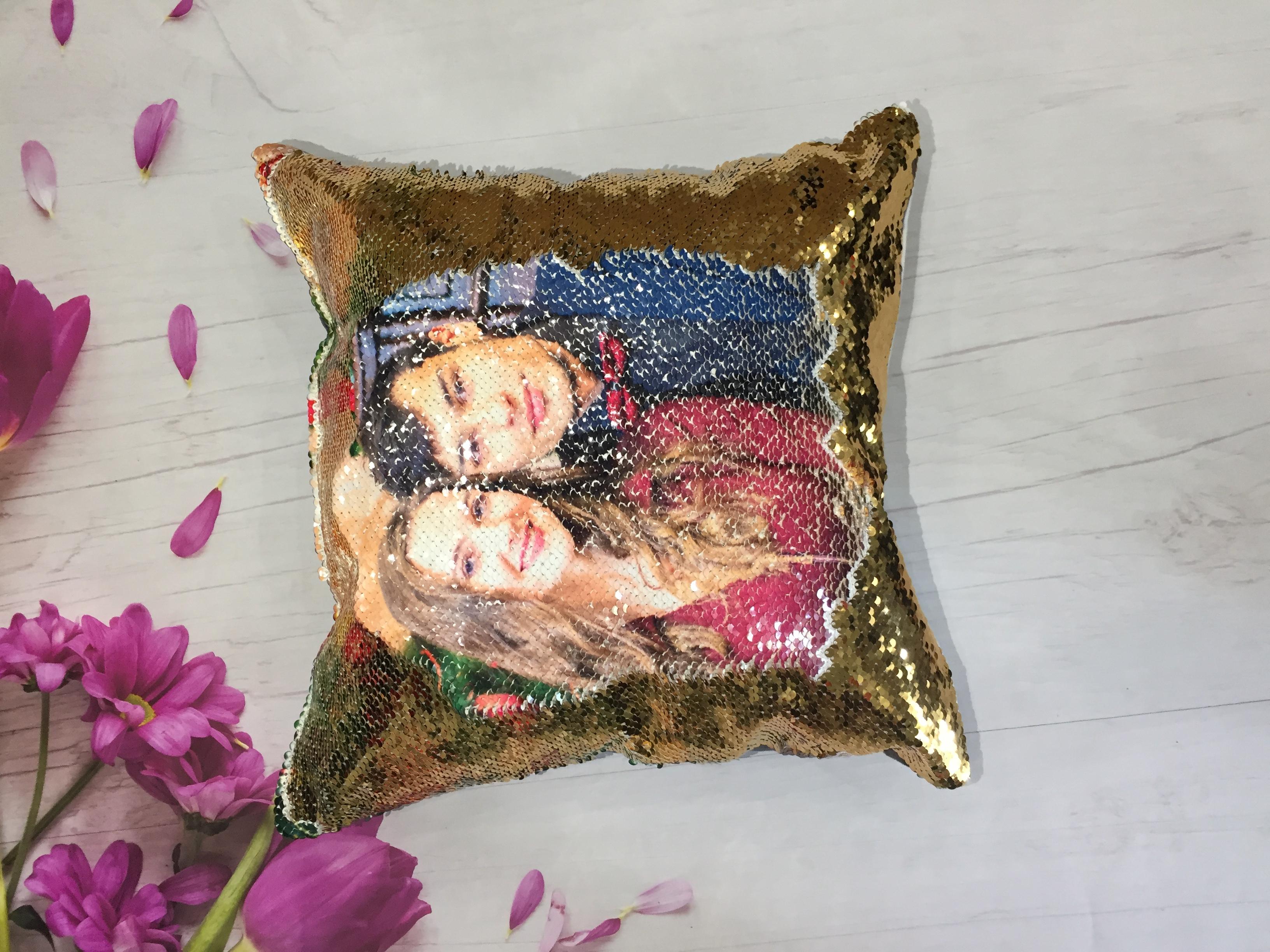 Подушка с пайетками 1