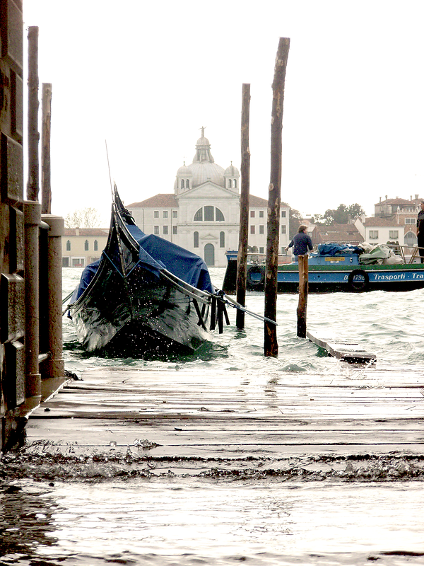 081031 Venice Boat 01.png