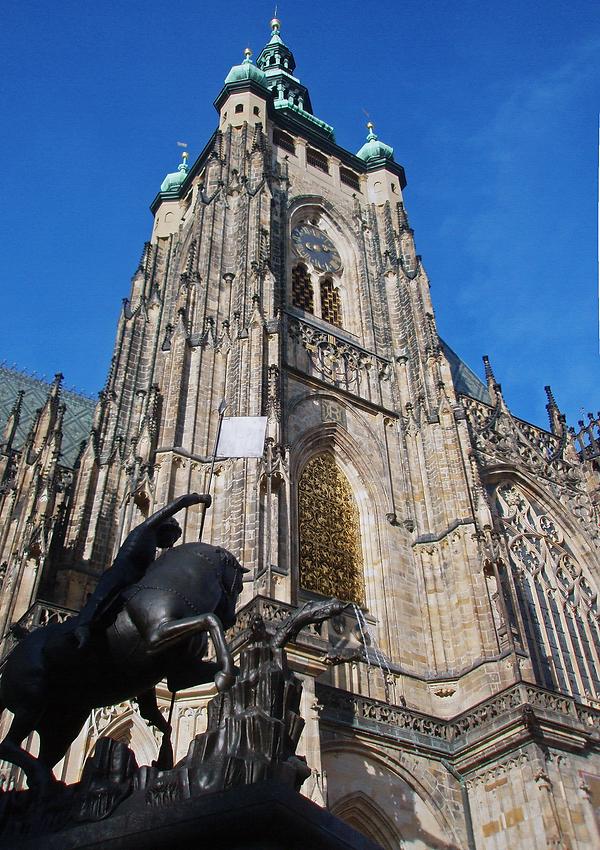 081031 Prague St. Vitus Cathedral 02.png