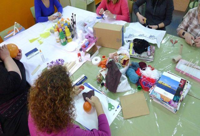 Arteterapia, una forma de expresar las emociones a través del arte para padres y madres en Vicente A