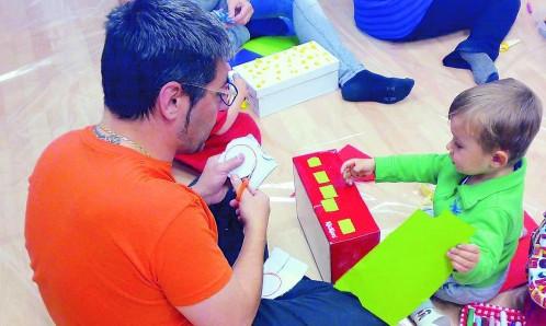 Utilizan pintura y música para estimular el desarrollo emocional de niños y adultos