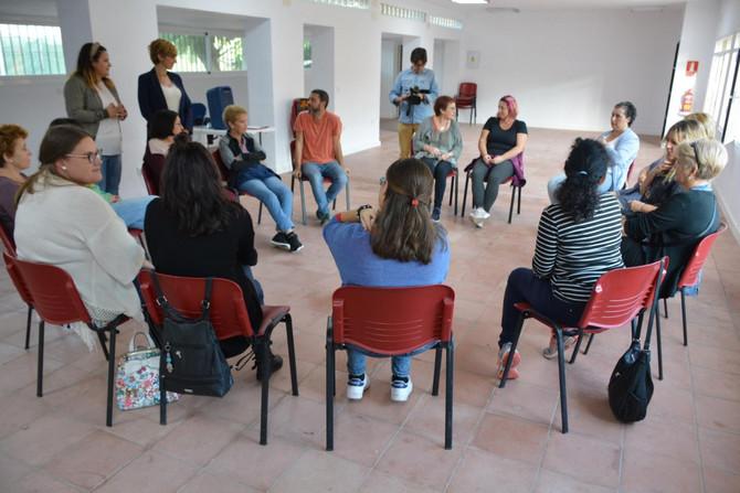 Unas 15 participantes en un Taller de Arteterapia en Puente Mayorga