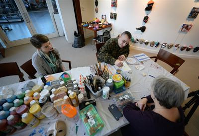 Art Therapy Helps Marine Heal from From Traumatic Brain Injury