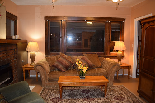 Entire House, 4 BR, 5 Queen Beds, 1.3/4 bath Sleeps 10