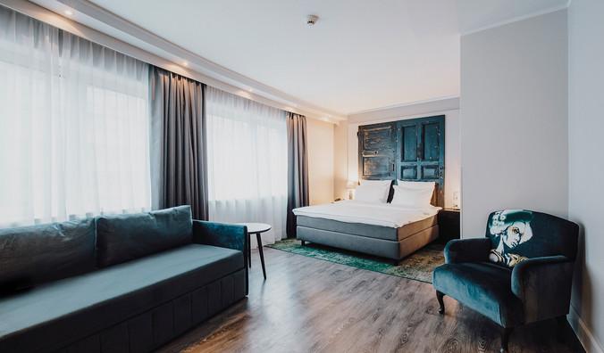 Jnr Suite_Bedroom_02.jpg