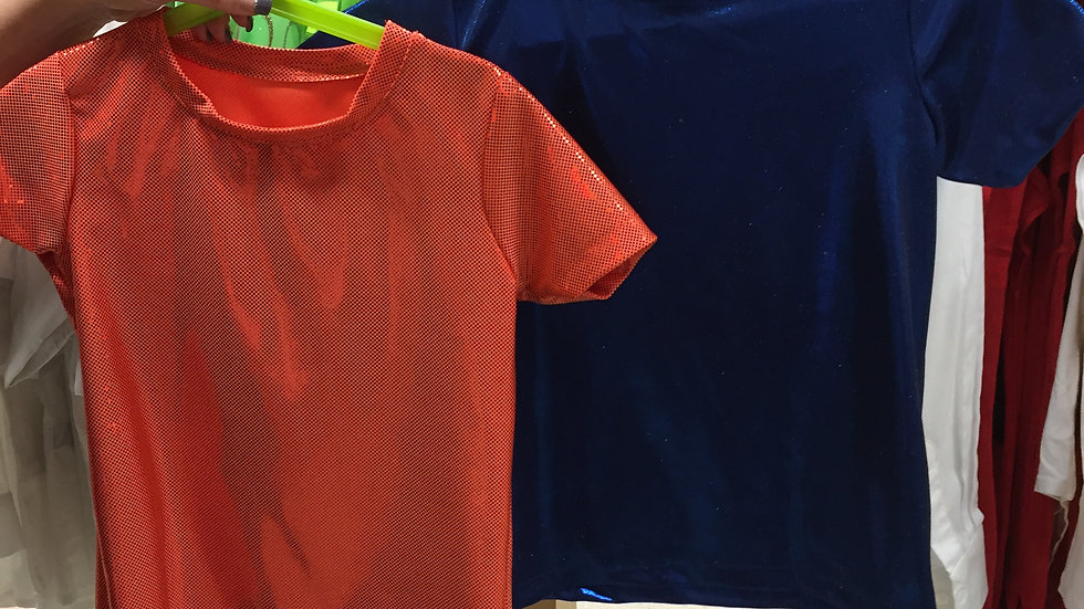 t-shirt bleu et orange grandeur 6-8