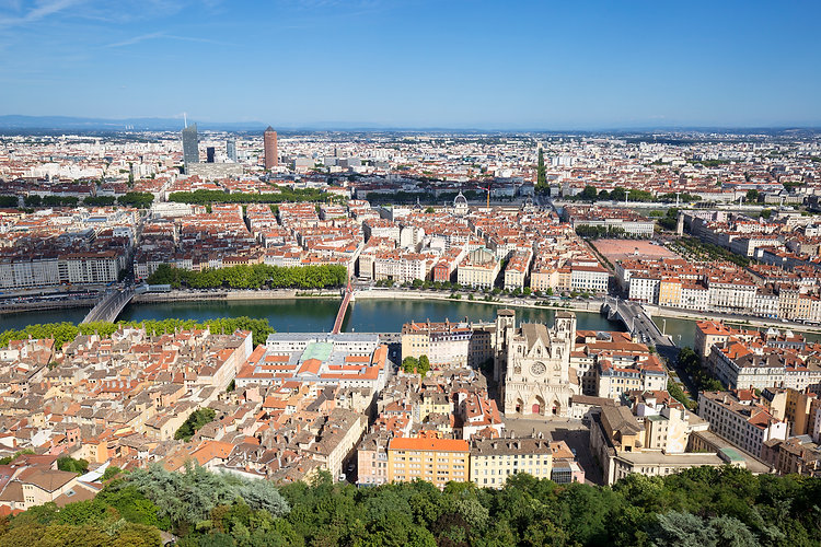horizontal-view-of-lyon-from-the-top-of-
