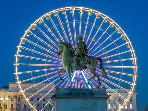 place-bellecour-famous-statue-of-king-lo