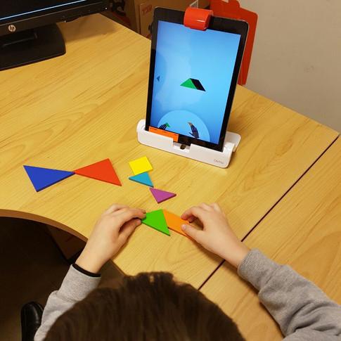 ילד לומד אוסמו.jpg