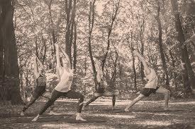 Yoga au jardin au mois de juin, à Arlon