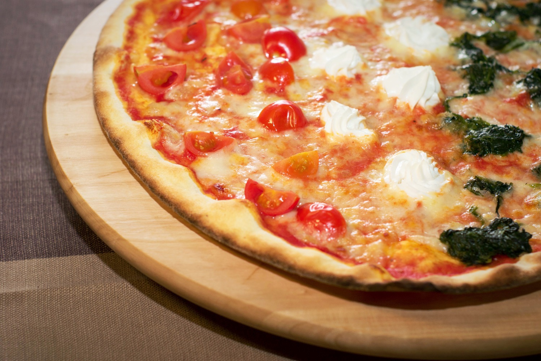 pizza pomodorini mascarpone spinaci