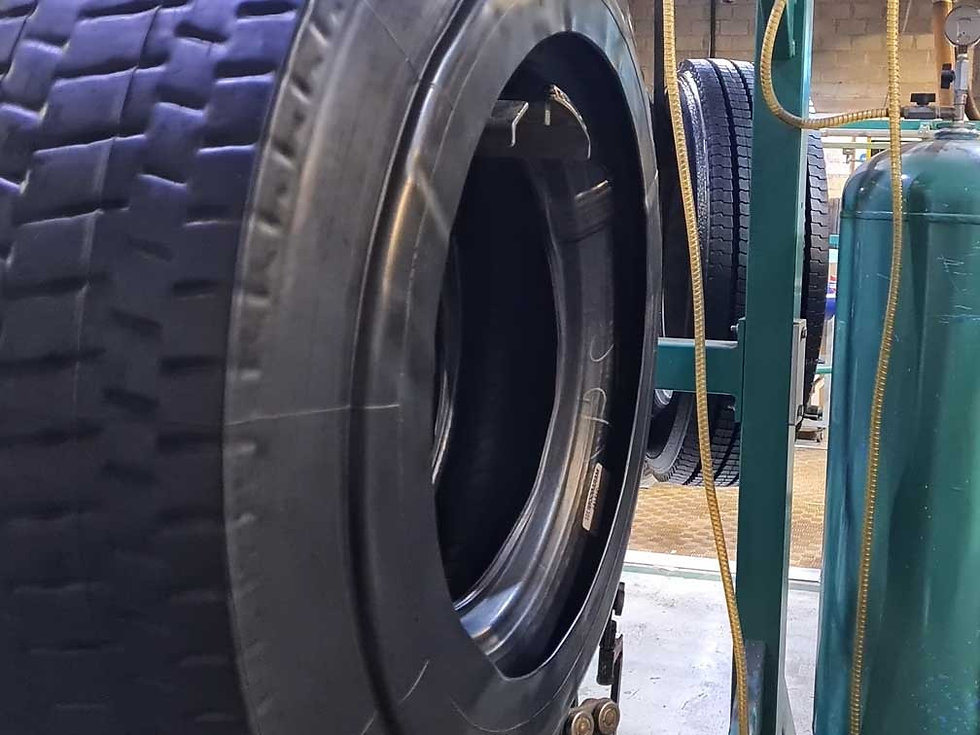 Lorry tyre during the enveloping proces