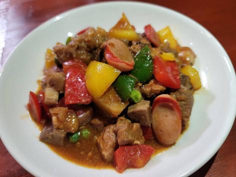 ⑧メヌド(豚肉と野菜のフィリピン風トマト煮