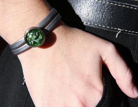 pression avec cabochon vert translucide et motifs verts