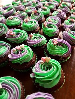 Mini Chocolate Cupcakes in van colours.j