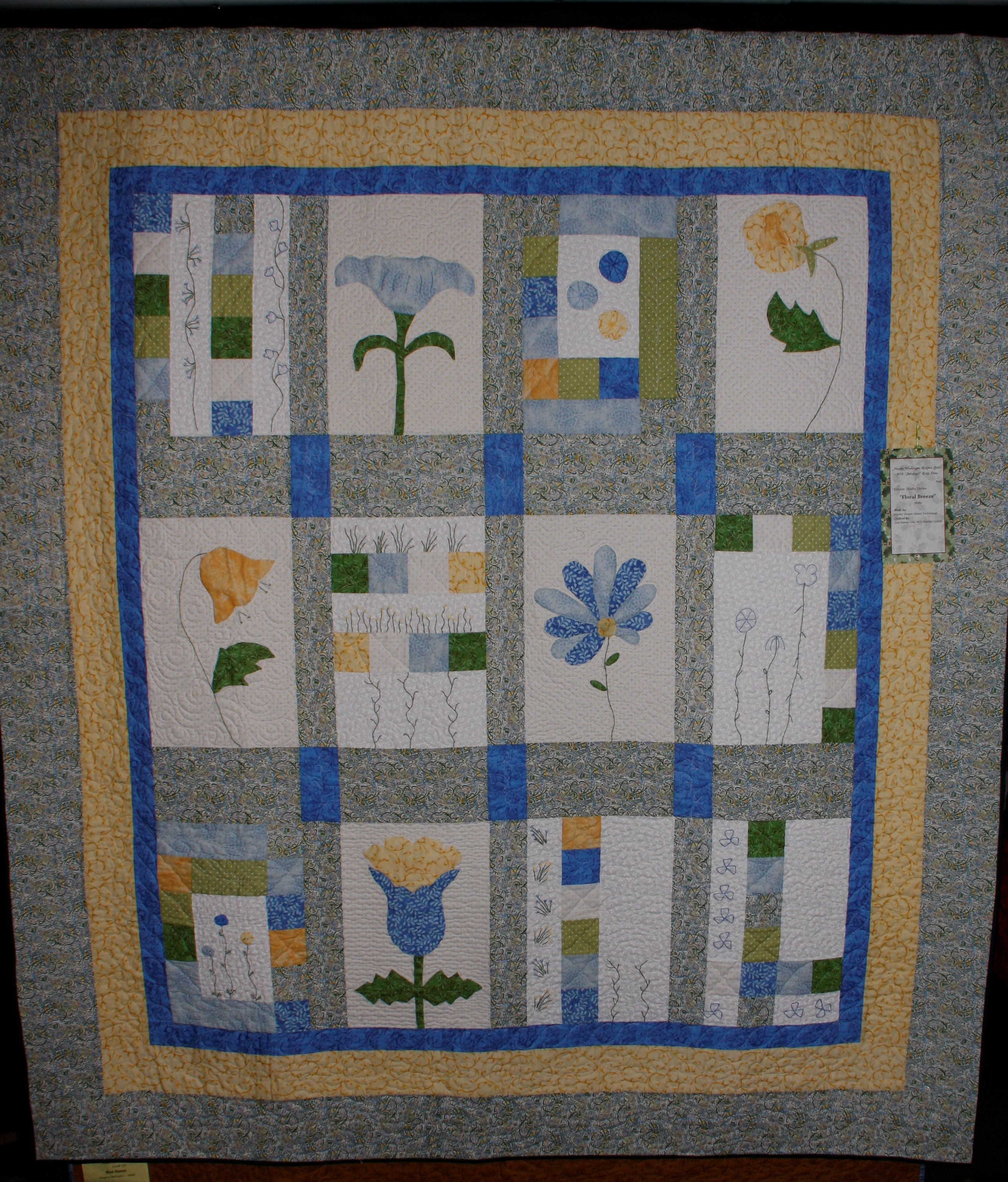 2013 MWQG Holiday Cheer Quilt Show15.JPG
