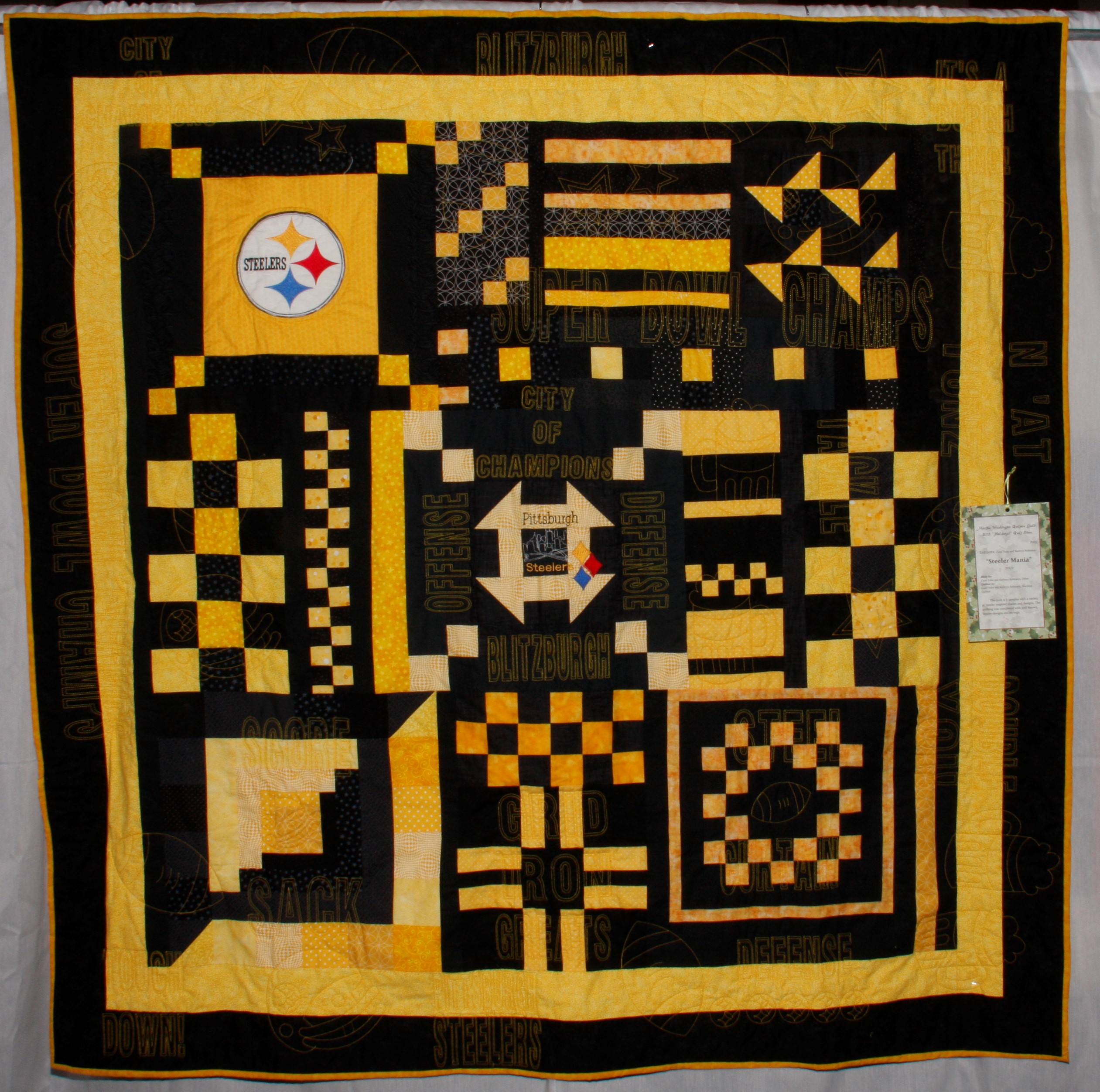 2013 MWQG Holiday Cheer Quilt Show31.JPG