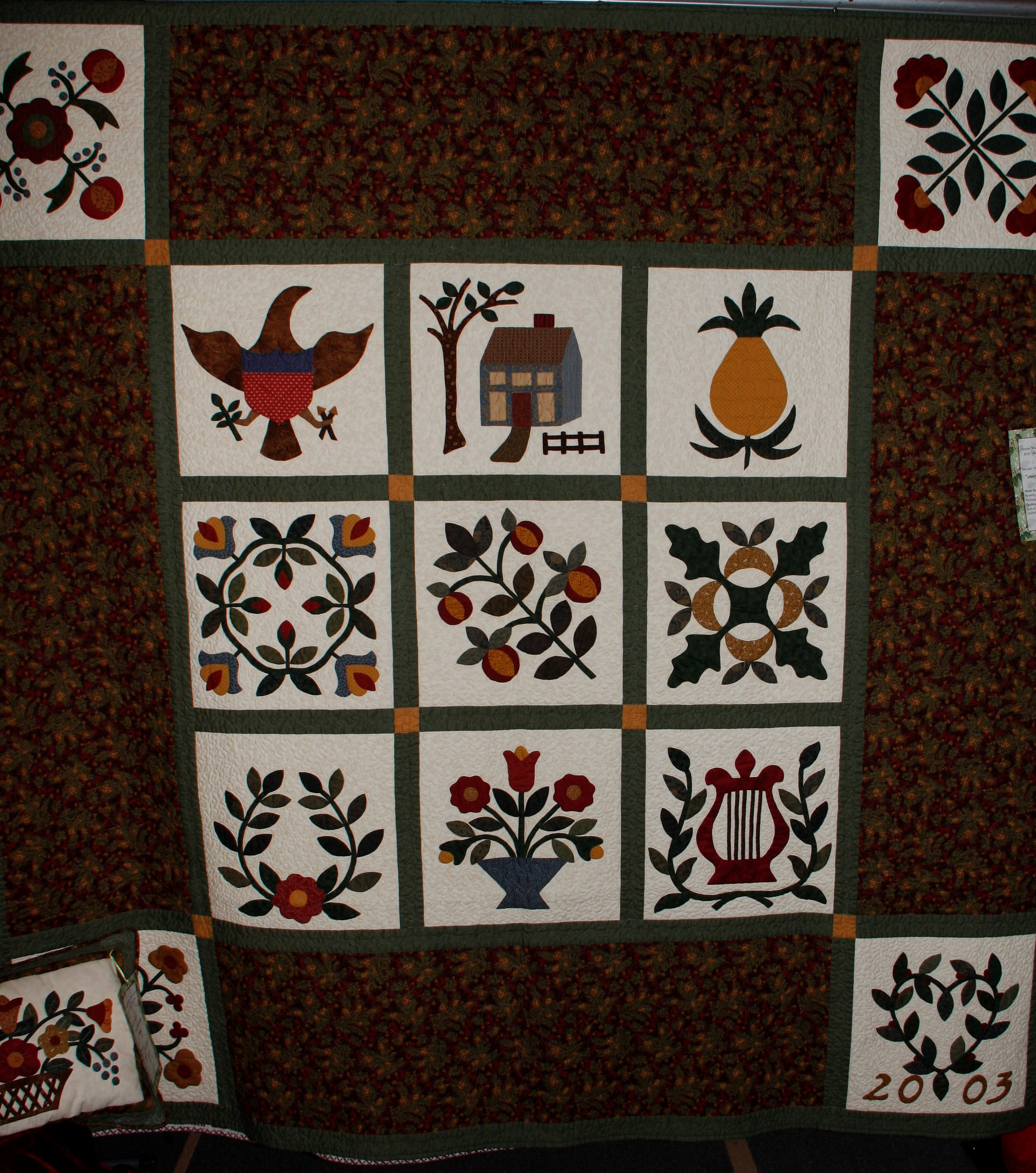 2013 MWQG Holiday Cheer Quilt Show04.JPG