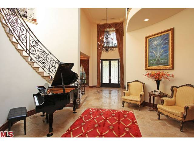 523 N. Rodeo dr 90210 Grand foyer