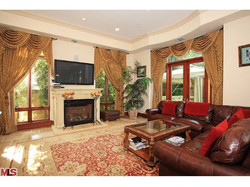 523 N.Rodeo Dr. Living