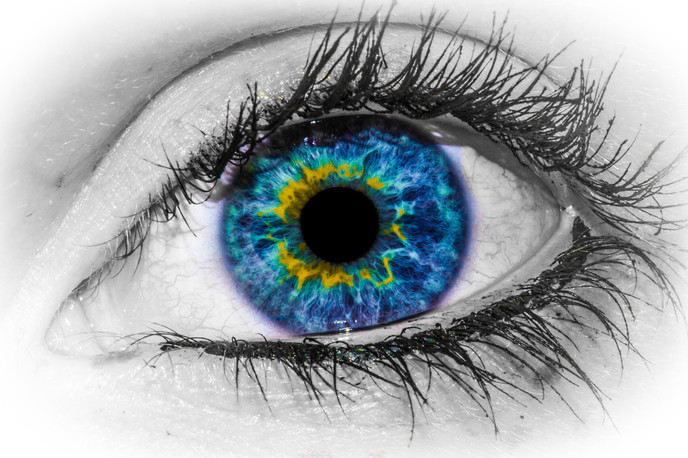 4763_Beautiful-blue-eye-macro-HD-wallpaper