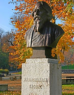 Hungary,_Balatonfüred,_Rabindranath_promenade_in_autumn_-_Tagore_statue_edited.jpg