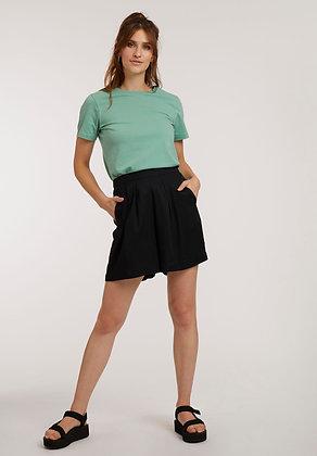 Weite Shorts aus Viskose in schwarz von ThokkThokk
