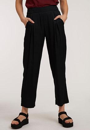 Pleat Pants aus Viskose in schwarz von ThokkThokk
