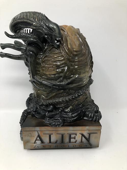 Alien Anthology Sideshow Light Up Statue
