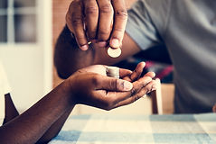 dad-giving-coins-to-his-daughter-PL9GD7Z