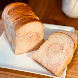 ぜいたくいちごミルク食パン2