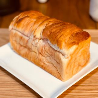 ぜいたくいちごミルク食パン1