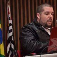 A posição do PSOL é vista por alguns, inclusive por Marcelo Freixo, como infantil.