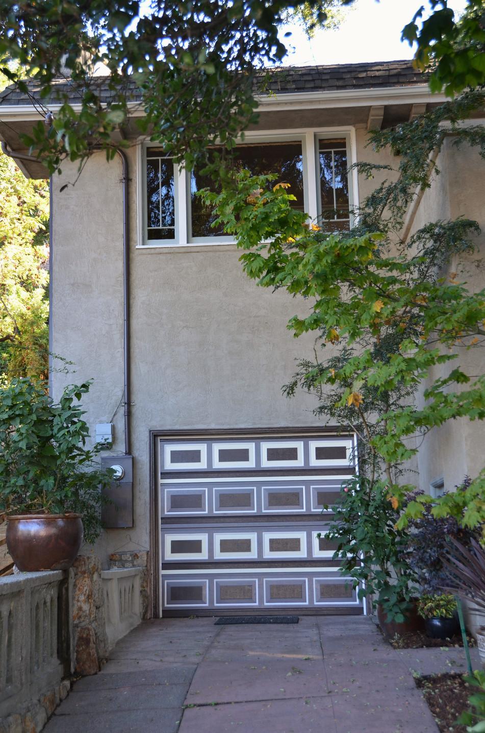 driveway and regarage door