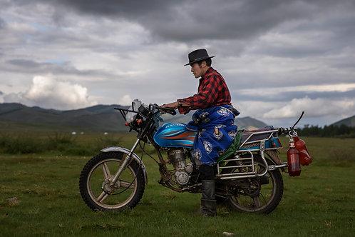 """Man on motorbike, de la serie """"Estepas Mongolianas"""""""